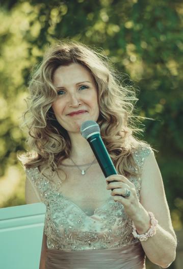 Ariane-Douguet-officiante-de-cérémonie-laïque