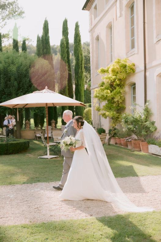 ceremonie mariage laique vaucluse provence chateau aria officiant