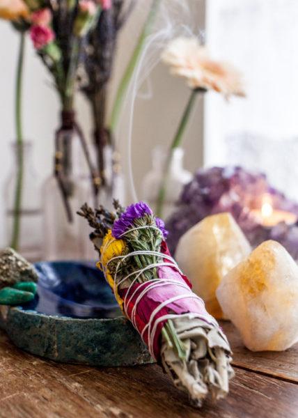 rituel-ceremonie-laique-baton -fumigation-