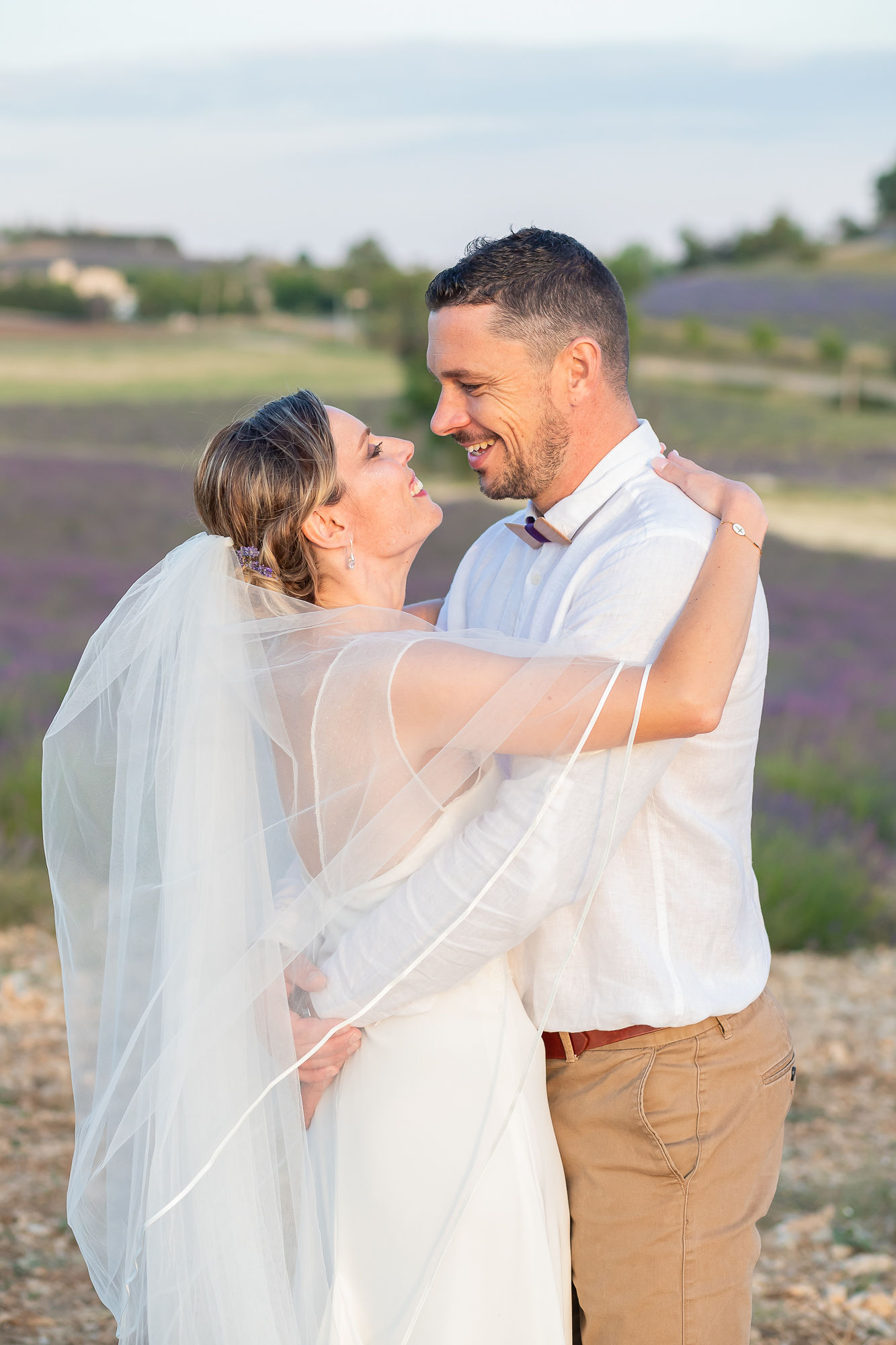 elopement in Provence romantic wedding in lavender fileds aria